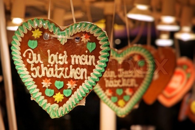 3136828-traditional-german-handmade-gingerbread-heart-used-as-christmas-decoration